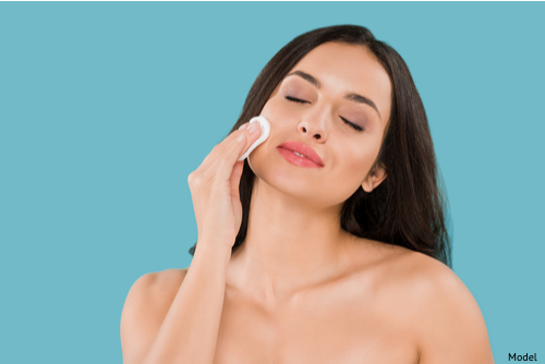 A woman practicing proper skin care-img-blog